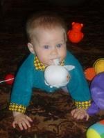 Он пихает ей разные игрушки онлайн фото 394-351